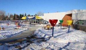 The new school features a specialized playground. (Evelyne Asselin/CBC)